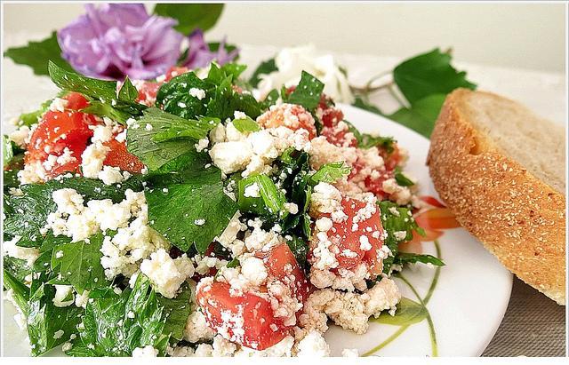 çökelek peynirli salata tarifi