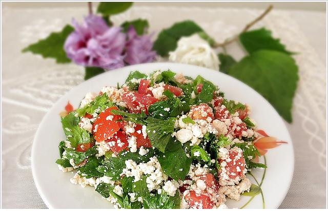 çökelek peynirli salata