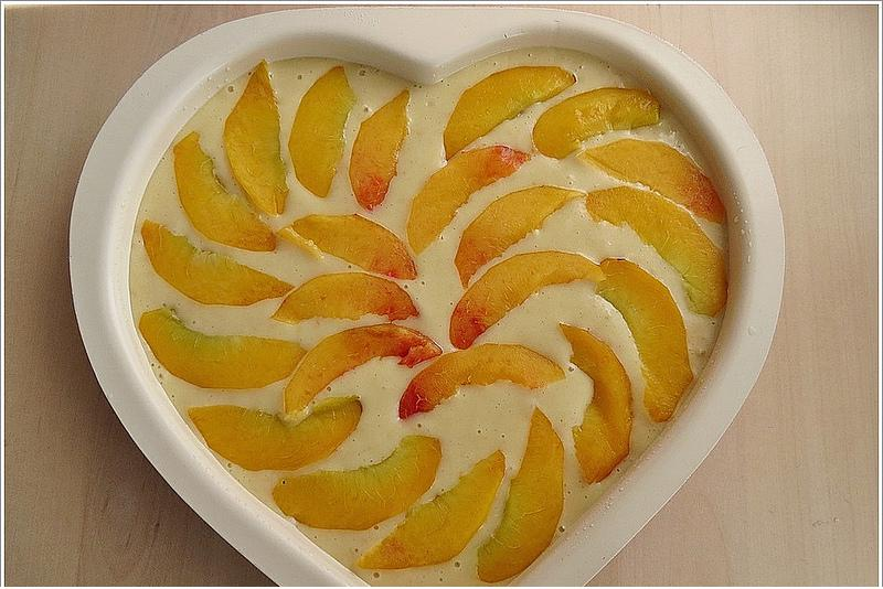 kalıpta şeftalili kek yapımı
