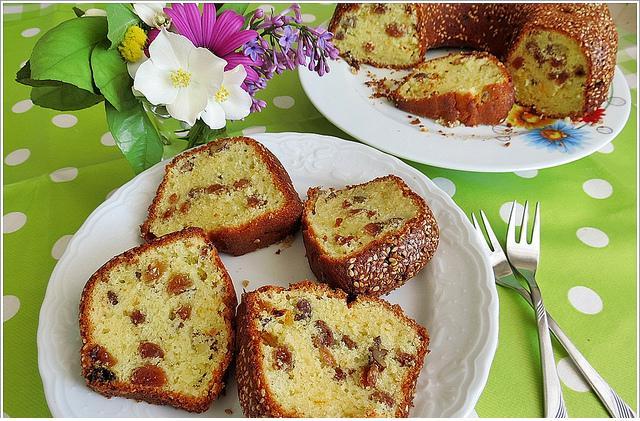 susamlı ve üzümlü kek