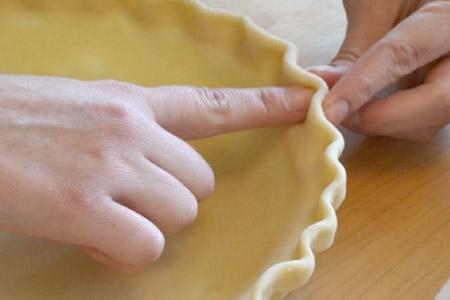 parmaklarınızı kullanarak tart kenarı süsleme