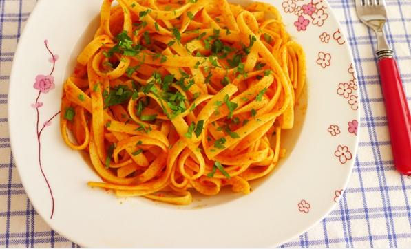 Salçalı Spagetti yapılışı
