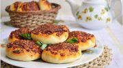 Kahvaltılar İçin Hatay Yöresi Biberli Mini Pizza Tarifi
