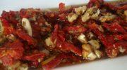 Ceviz ve Çeşnili Kuru Domates Salatası Tarifi