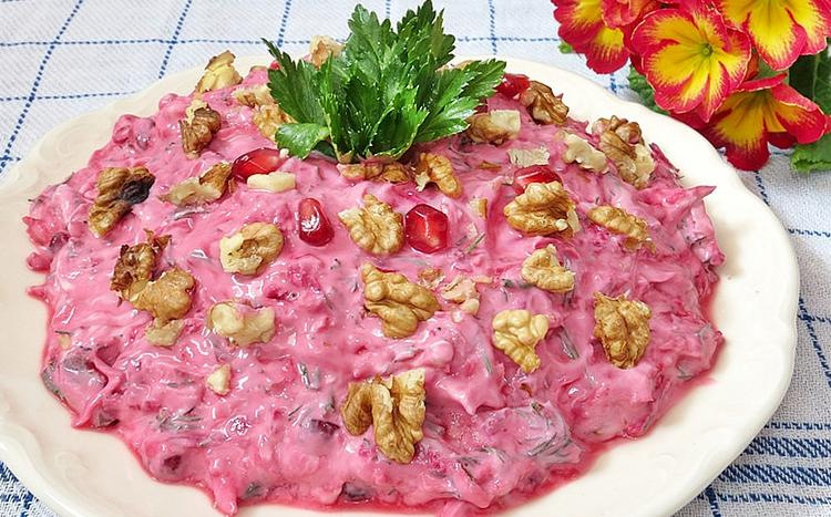 cevizli pancarlı salata