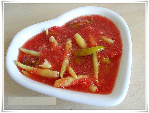 domates soslu sivri biber turşusu