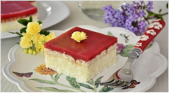 petibör bisküvili çilek jöleli pasta